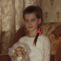 С любимой куклой. :: нина