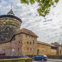 Крепостная стена и сторожевая башня  Frauentorturm. :: Сергей Цветков