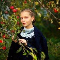 Истории из детства. Осень в яблоневом саду :: Екатерина Постонен