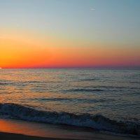 Словно глаз всемогущего Бога, животворное солнце встает :: Swetlana V