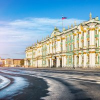 Зимнее солнечное утро на Дворцовой Площади :: Юлия Батурина