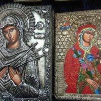 слева икона БОЖЬЕЙ МАТЕРИ «СЕМИСТРЕЛЬНАЯ» :: tina kulikowa