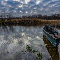Одинокая лодка. :: Владимир M