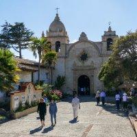 Историческая испанская церковь в г.Кармель :: Юрий Поляков