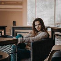 Девушка в кафе :: Ольга Фотограф