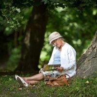 В прохладе летнего парка :: Виталий Латышонок