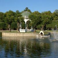 Беседка с фонтаном :: Ната Лебедева