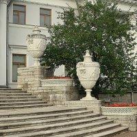 Вазы украшающие дворец. :: Валентина Жукова