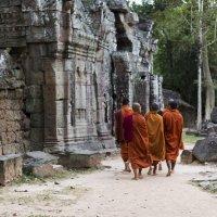 Монахи в Ангкоре :: Nika Polskaya