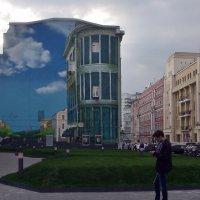 вот такой фасад дома  у метро :: Галина R...