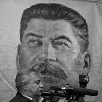 На фоне портрета :: Константин Строев