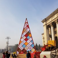 Алма-Ата. Дизайнерская елка на площади. :: Anna Gornostayeva