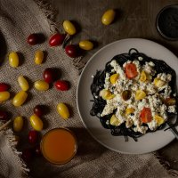 Паста Нери в сливочном соусе с морепродуктами и помидорками черри :: Руслан Комаров