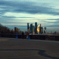 Воробьёвы горы, смотровая площадка :: Михаил Родионов