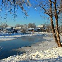 Течёт река среди зимы... :: Нэля Лысенко