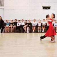 Сегодня праздник у девчат, сегодня будут танцы :: Сергей Малашкин