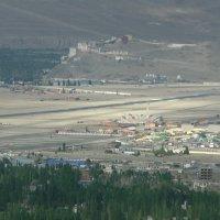 Аэропорт в Ле. На заднем плане монастырь Спитук :: Evgeni Pa