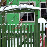 Ёлочка на наличнике ворот - символ вечной жизни. :: Татьяна Помогалова