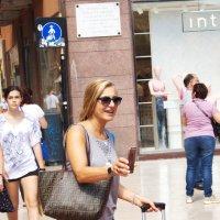 С таким энтузиазмом фотографирует....-объект должен получиться шикарно! :: Лира Цафф