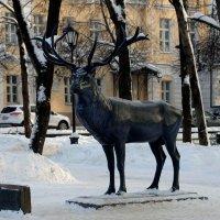 Смоленск. Скульптура оленя. :: Татьяна Панчешная