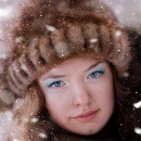 Девушка в объятиях зимы :: Darina Mozhelskaia