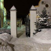 Территория храма Святых Царственных Страстотерпцев :: Надежд@ Шавенкова