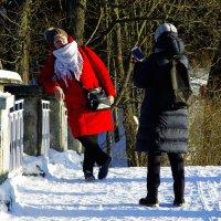 Красное пальто... :: Юрий Куликов