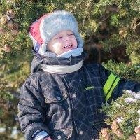 Племянник радуется снегу в Крыму :: Светлана Андрюшина