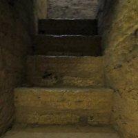 Внутристенная лестница в Воротной башне :: Вера Щукина