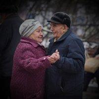 Танцы в Сокольниках :: Владимир Брагилевский