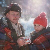 А не пригласить ли девушку на кружечку чая.. В лес.. Зимой... :: Владимир Belov