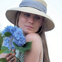 девушка с цветком :: Олег Лукьянов