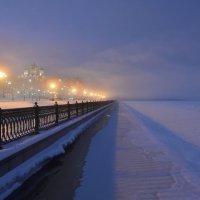 Туман на набережной Волги :: Татьяна Каневская