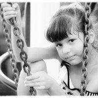 Девочка и цепи... :: Павел K