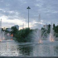 Вечерний Липецк, фонтан на Комсомольком пруду :: Андрей Трухачев