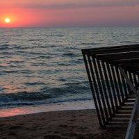 Одинокий пляж :: Сергей Колосов