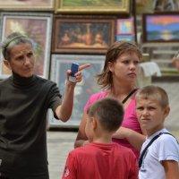на вернисаже, как то раз... :: Валерий Попов