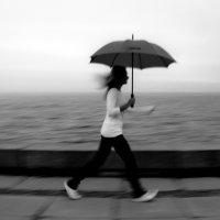 девушка с зонтом :: Илья Покровский
