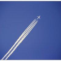 Самолет в небе :: Марина Кириллова
