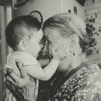 правнучка с прабабушкой :: Алина Сапарова