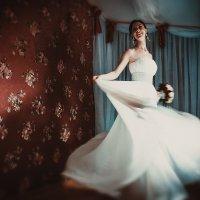 кружиться  невеста... :: Батик Табуев