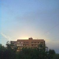 Солнце над домом :: Татьяна Муленкова