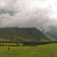 Вид на долину Чулышмана с Магнитного камня :: Вадим Лячиков