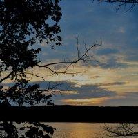 закат на озере :: Юлия Бережная