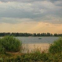 На вечерней рыбалке :: Олег Сонин