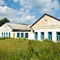 Сельская школа, бывш. Усадьба Нечаевых :: Дарья Казбанова