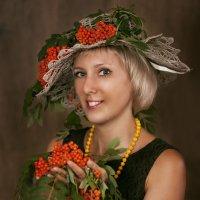 Оксана (из серии Рябиновый август) :: Татьяна Курамшина
