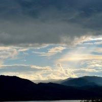 лучи солнца ласкающие горы :: Роман Шплеханзидович