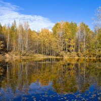 Голубое озеро осенью. :: Андрей Ярославцев