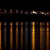 фонари-звездочки и полосы на воде :: Евгения Кец